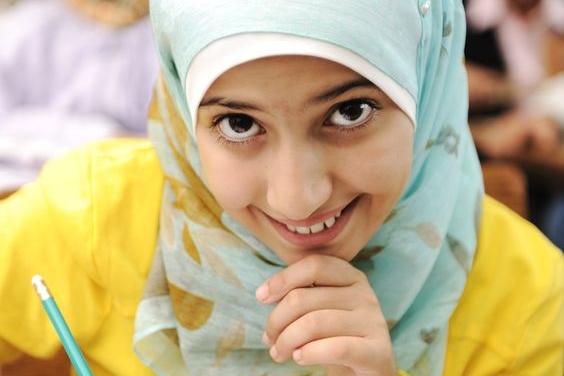 Meisje leren middelbare school hoofddoek